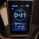 CO2センサーでCO2濃度を測定しております。