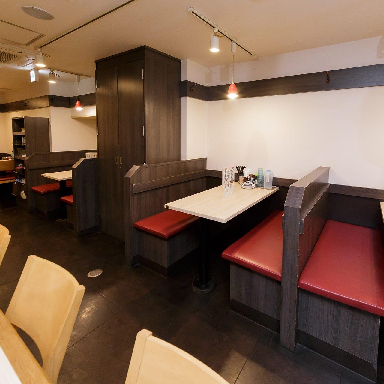 お酒と食事が友人や家族とゆっくり楽しめるアットホームな店