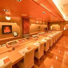 目の前で職人の握るお寿司を愉しめる
