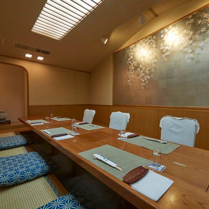 和の風情あふれる個室を全12部屋完備