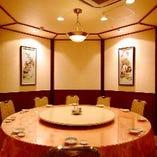 8名様より円卓個室が4室あり、繋げて50名様まで対応出来ます!!