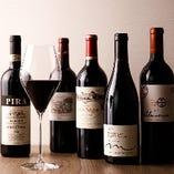 ソムリエ厳選のワインを50種類以上取り揃えております