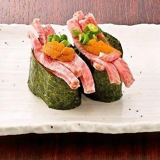 様々な組み合わせのバラエティ豊かな肉寿司をご堪能ください!