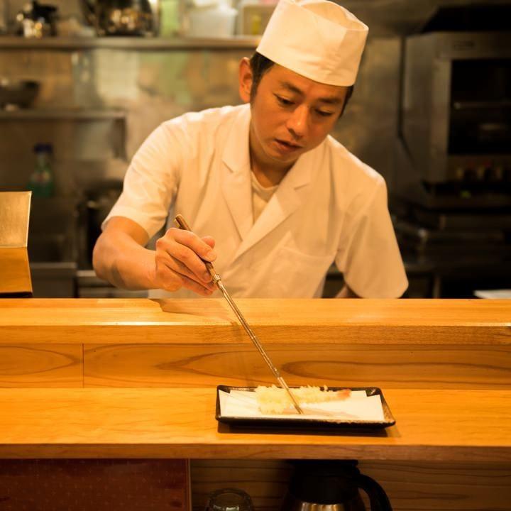 ◆目の前で揚げたての天ぷらをどうぞ