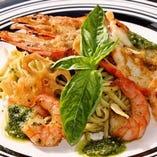 和野菜と魚介の和パスタ、ぷりっと海老のジェノベーゼ
