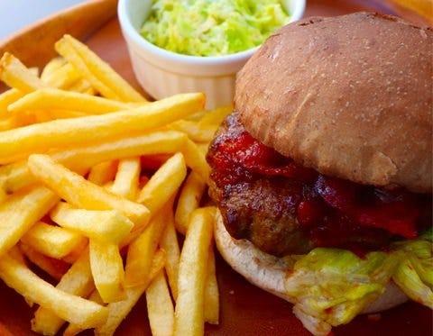 肉汁があふれ出す絶品ハンバーガー