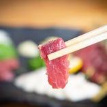 本場の味に舌鼓!九州/熊本の馬刺しを函館で嗜む。