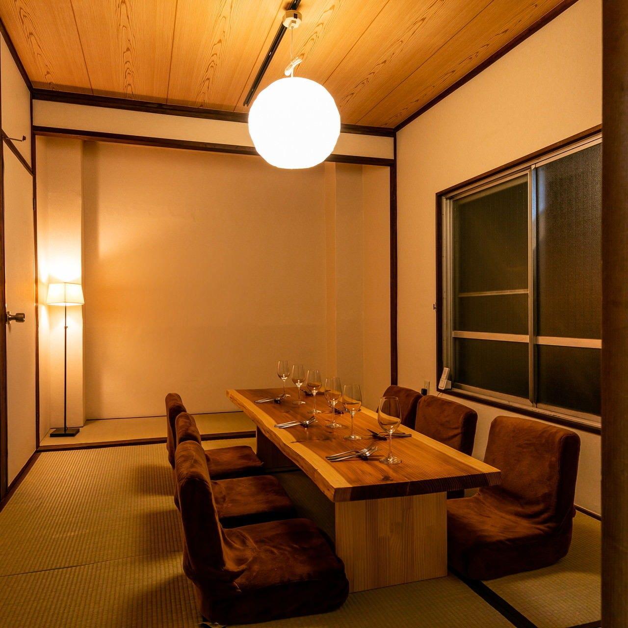 個室でゆったりお食事。8名様より予約可能なのでお気軽に♪