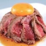ローストユッケ  ※一般的に食肉の生食は食中毒のリスクがあります ※子供、高齢者、食中毒に対する抵抗力の弱い人は食肉の生食を控えてください