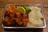 4.鶏の唐揚げ弁当