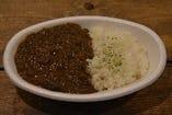 8.横須賀野菜をふんだんに使用した横須賀カレー