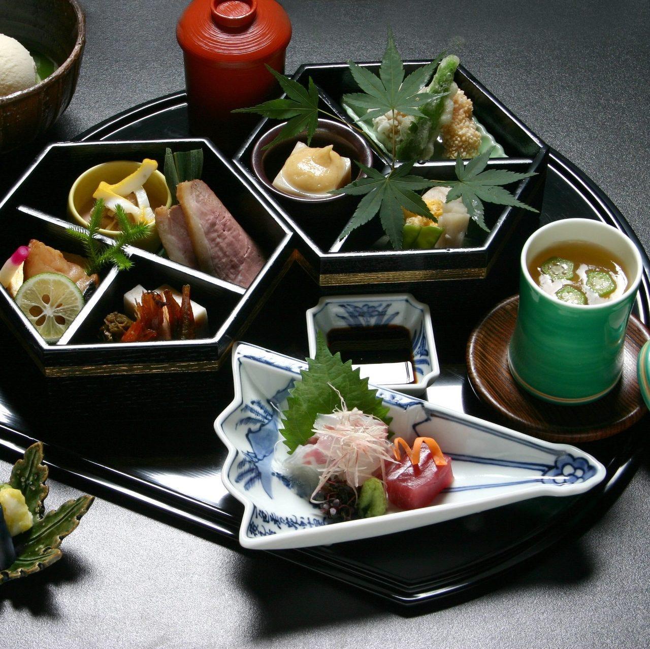 1日30食限定の 京懐石弁当「雨月」