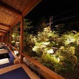 ライトアップを眺めながら京料理と湯豆腐をお楽しみください。
