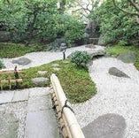 南禅寺名物の湯豆腐を庭園をながめながら。。