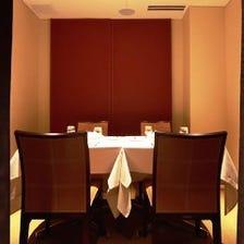 食事と会話を堪能するくつろぎ空間