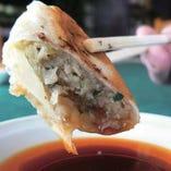 当店に来たらまず食べて欲しい!なおけんイチオシの「焼餃子」