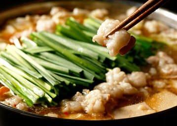 自慢のもつ鍋はしょうゆ味のみ。 材料はすべて国産。