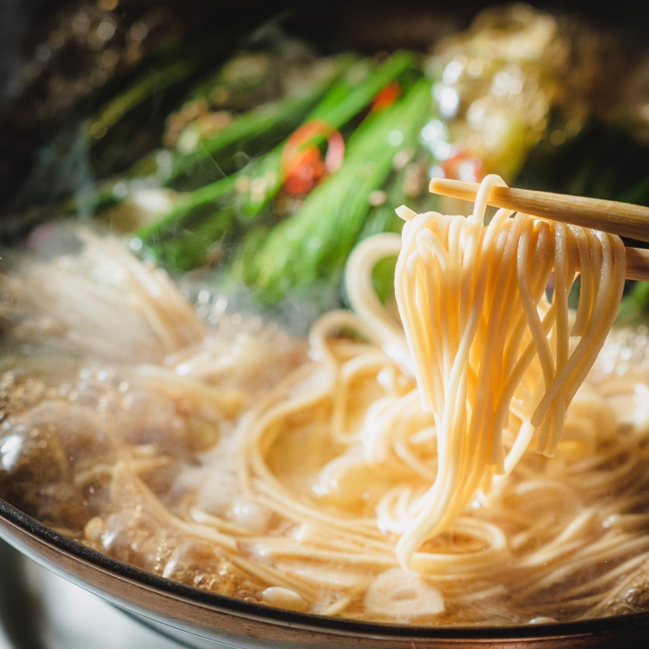 旨味がたっぷりのスープに合うこだわりの具材をご用意。