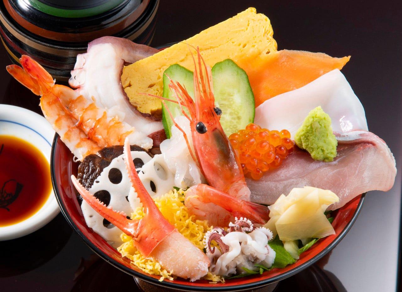 1番人気!海鮮『上丼』 白エビ、甘えび、イクラなど贅沢丼です