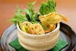 湯葉と京水菜・山菜の京風サラダ