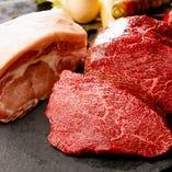シェフこだわりのお肉をその日一番美味しい状態でお出しします。