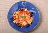 モッツァレラと揚げナスのトマトパスタ