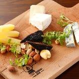 本日のチーズの盛り合わせ(4種)