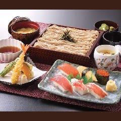 『さざんか』…そば・天ぷら・鮨を一度に!