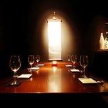 接待や、記念日に、落ち着いた雰囲気の4~6名様のお部屋