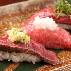 七:名物!黒毛和牛の肉寿司~タタキ生姜と炙り醤油~