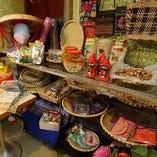 物販もございます。ベトナムの食材や小物など