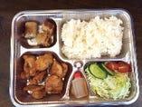 ランチなら、お弁当は600円(税抜)でご提供。