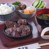 牛ハラミ定食(ごはん・味噌汁・小鉢)