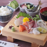 お刺身定食(ごはん・味噌汁・小鉢)