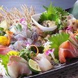 店内に生簀があり、「豊後あじ」「車海老」などの新鮮な活魚がたくさん!