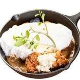チキン南蛮カレー 白いスフレオムライス~自家製タルタルソースで~