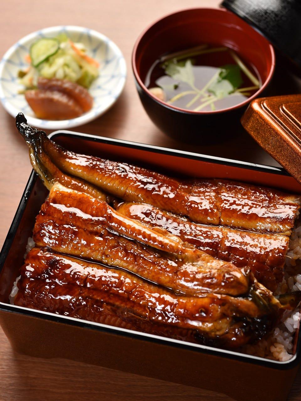 丁寧に焼き上げた、本格的な炭焼鰻