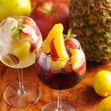 女性に嬉しい新鮮なフルーツを使ったワインカクテルも◎