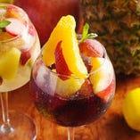 女性に嬉しい新鮮なフルーツをふんだんに盛ったサングリアも◎