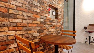 七色のミクソロジーカクテル CAFE BAR CO 店内の画像