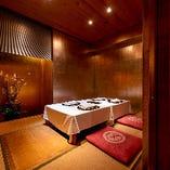 【金箔完全個室】雰囲気に合わせた花、空間のしつらえ…非日常を満喫ください。