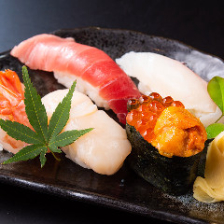 熟練職人が握る自慢の寿司