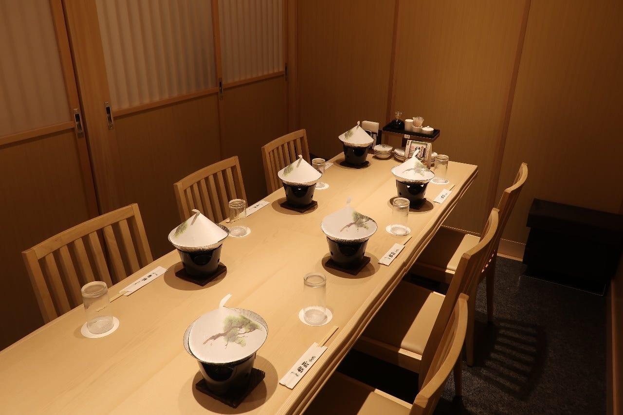 テーブル席・完全個室(壁・扉あり)・8名様