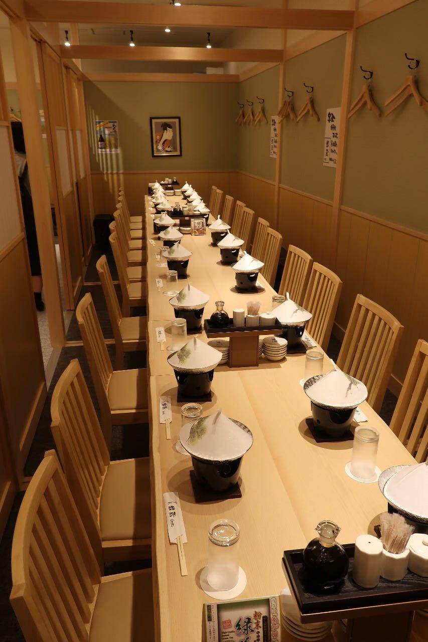 テーブル席・完全個室(壁・扉あり)・26名様