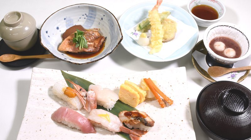 彩御膳 1680円(税込)