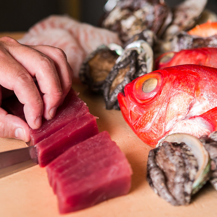 職人の技が光る魚料理は種類豊富にご提供!刺身はなんと約25種も