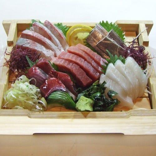 1,500円で新鮮なお魚が味わえるランチコースも人気です