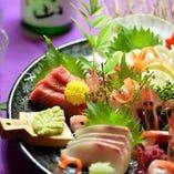 新鮮な魚介を豊富に盛り合せ『本日のお造り5点盛り』