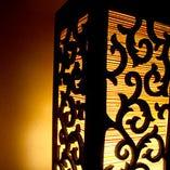 タイ輸入のインテリアと間接照明で雰囲気たっぷり♪