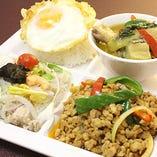 ランチは本格タイ料理とヘルシーサラダが毎日食べ放題♪